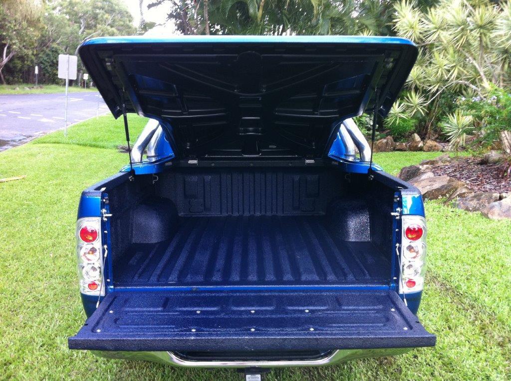Speedliner® Spray In Bed Liner for Trucks in Dark Blue